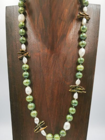 Exclusive green and white freshwater pearl necklace