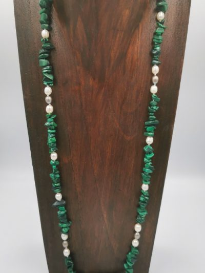 Exclusive malachite and freshwater pearl necklace