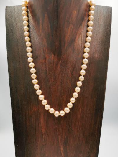 Light apricot potato-shaped freshwater pearl necklace