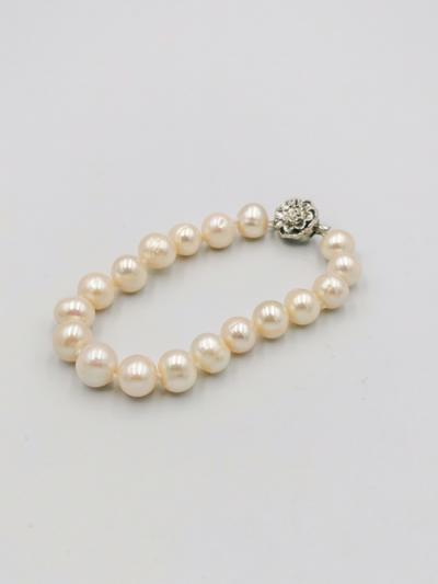 White potato-shaped freshwater pearl bracelet