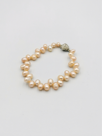 Light apricot drop-shaped freshwater pearl bracelet