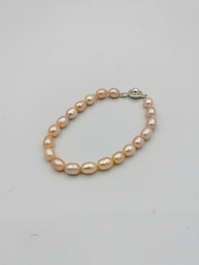 Bracelet comprising apricot oval drop-shaped freshwater pearls, with a fancy clasp. Total bracelet length 18cm.