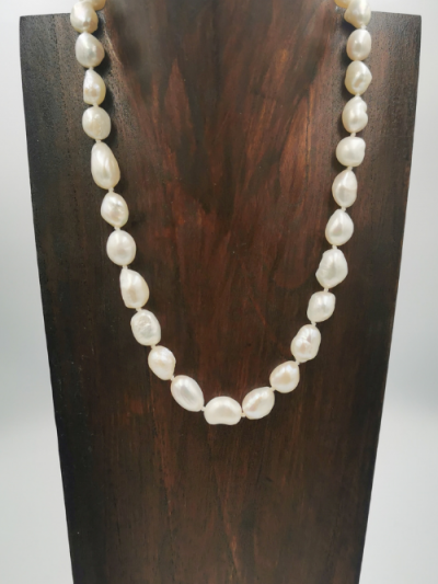 Strand of white baroque freshwater pearls with an S-hook clasp. Total necklace length 44cm.