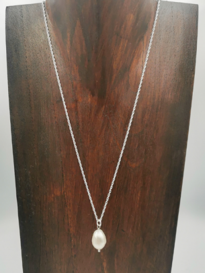 White freshwater pearl drop pendant on 45cm sterling silver chain.